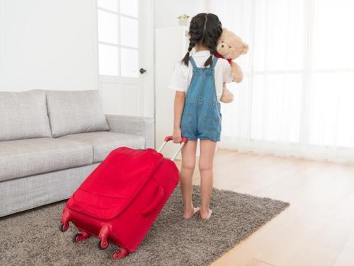 Имеют ли право выписать несовершеннолетнего ребенка из квартиры